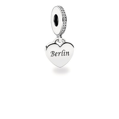 "Gravierter ""Berlin"" Charm-Anhänger, Sterling-Silber, Kein anderes Material, Keine Farbe, Cubic Zirkonia - PANDORA - #ENG792017CZ-B"